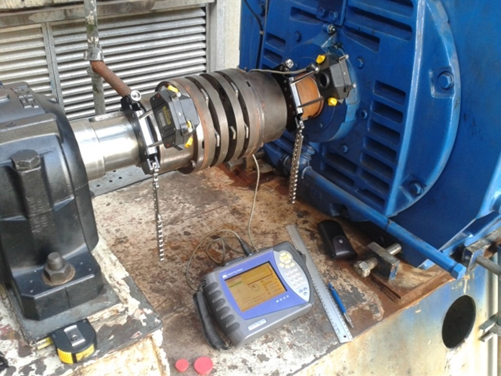 Figure 12: Alignment / misalignment measuring process with a laser system in a motor-centrifugal fan group with direct coupling. Photo by courtesy of Academia de Confiabilidad.