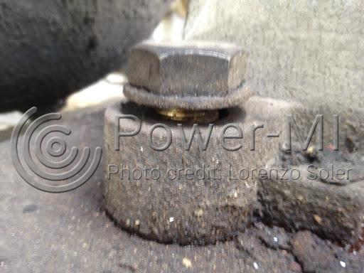 Figure 2: Loose bolt. Photo credit: Lorenzo Soler.